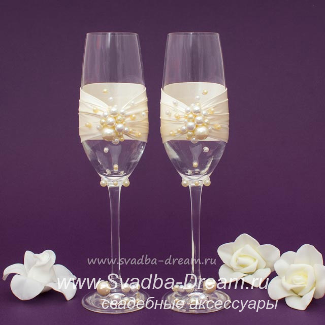 Свадебные бокалы с жемчугом