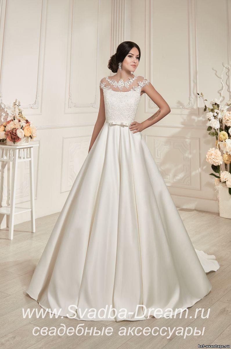 Кружевное свадебное платье из атласа