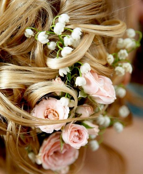 Живые цветы в прическу на свадьбы